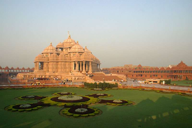 Akshardham Delhi is located near Noida Mor