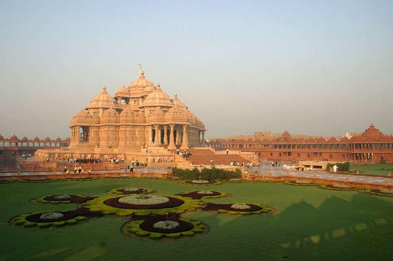 Akshardham Delhi is located near Noida Mor