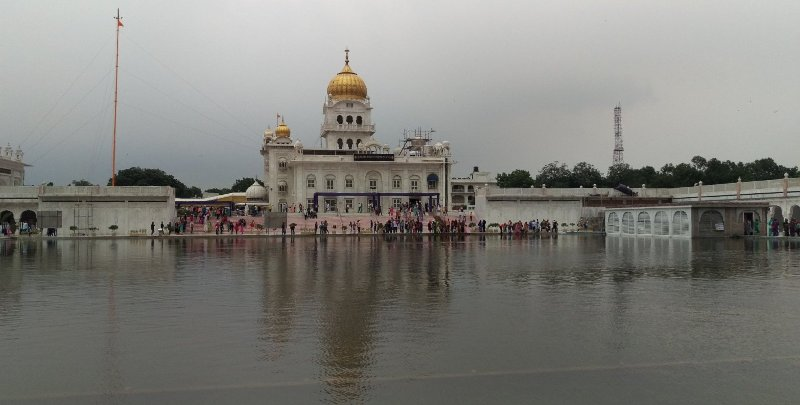 Gurudwara Bangla Sahib with Sarovar