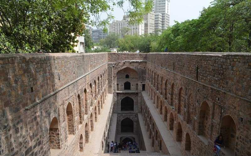 Agrasen Ki Baoli is located on Hailey Road (CP)