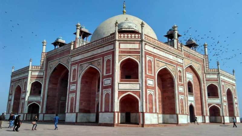 Humayun Tomb is located near to Nizamuddin Railway Station