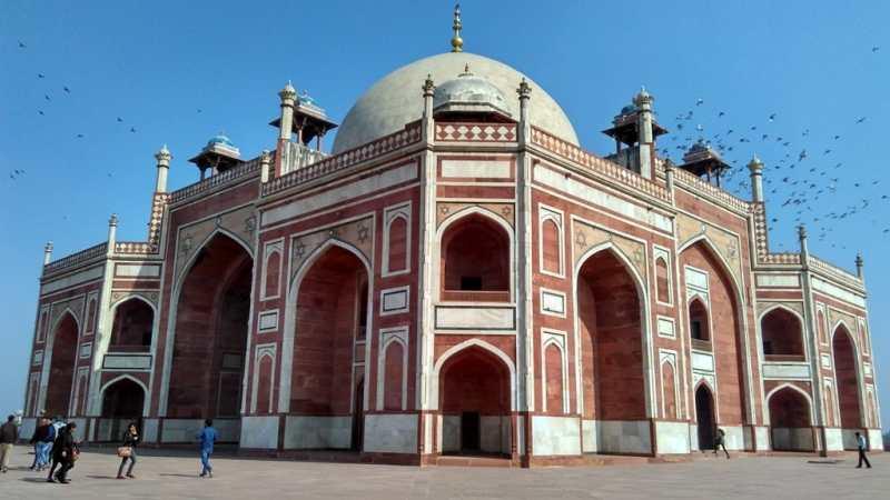 Humayun Tomb is located near to Nizamuddin Railway Station