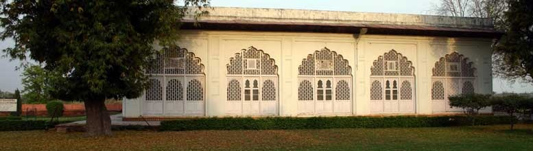 Red Fort Archaeological Museum is located inside the famous Lal Qila