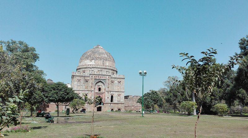 Monuments inside Lodhi Garden