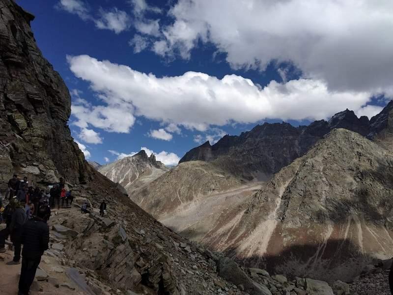 Hampa pass trek view
